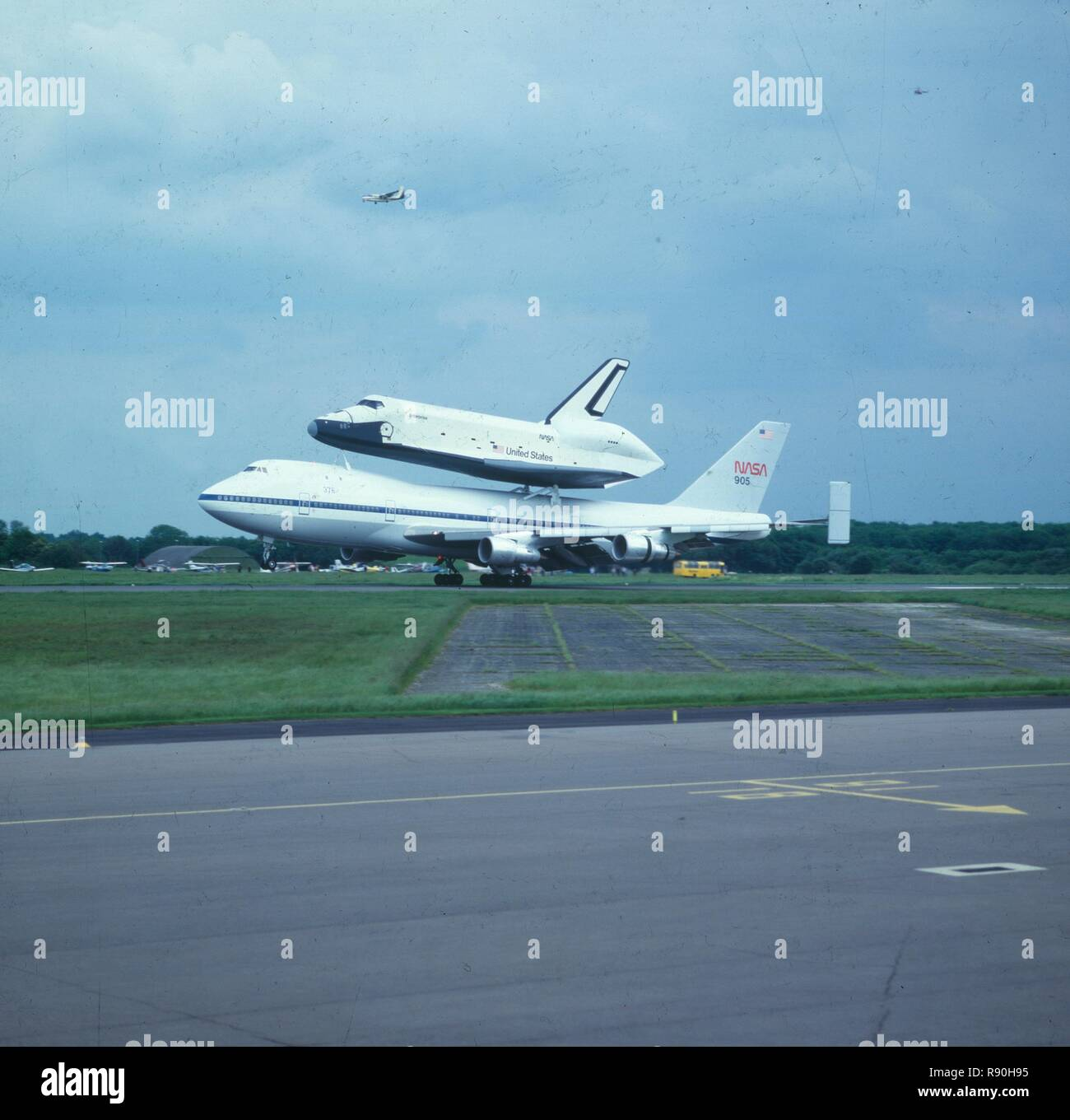 space shuttle landing at stansted - photo #24