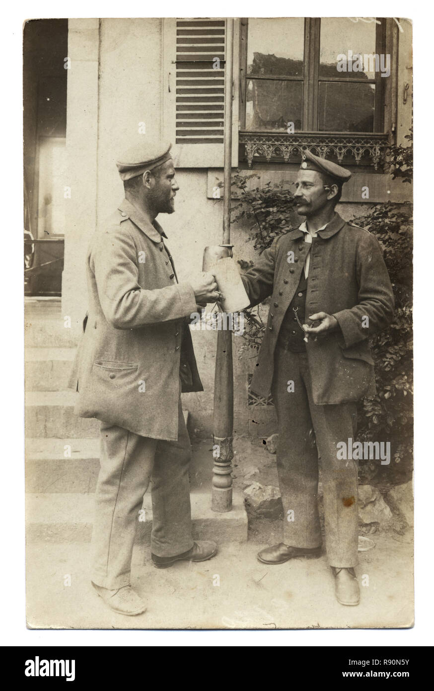 Vintage photograph of German first world war soldiers drinking beer from Tankards, circa 1916.  mar Diloisy St Krauz (Lebertal) - Stock Image
