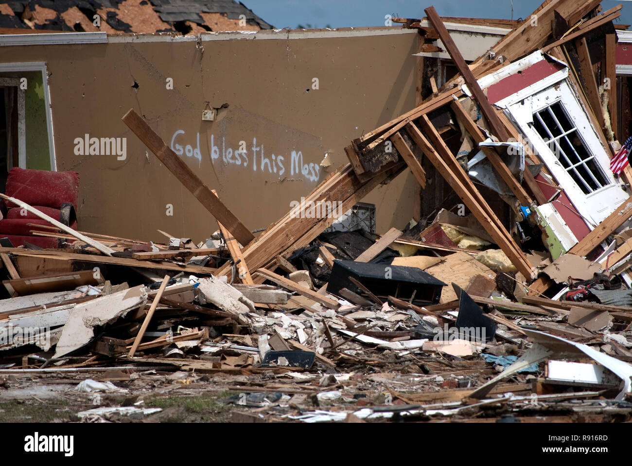 Words scrawled on the side of a damaged house greet passersby with a message of faith, on May 1, 2011, after a tornado in Smithville, Mississippi. - Stock Image
