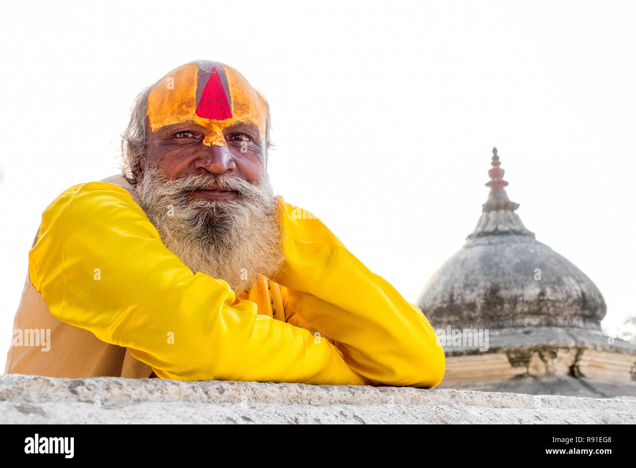 Hindhu Sadhu ( holy man ) at Pashupatinath temple, Kathmandu, Nepal - Stock Image