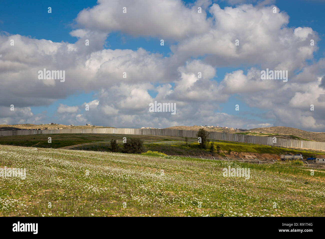 Concrete Separation wall between Israel and Palestine in the west bank - Stock Image