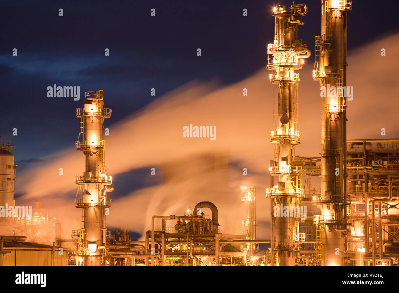 The oil refinery atGrangemouthin the Firth of Forth, Scotland, UK. It isScotland'sonly oil refinery. It takes oil from a pipeline from the Forties North Sea production area, and processes 10 million tones of crude oil a year. As such it is a large contributor to climate change. - Stock Image