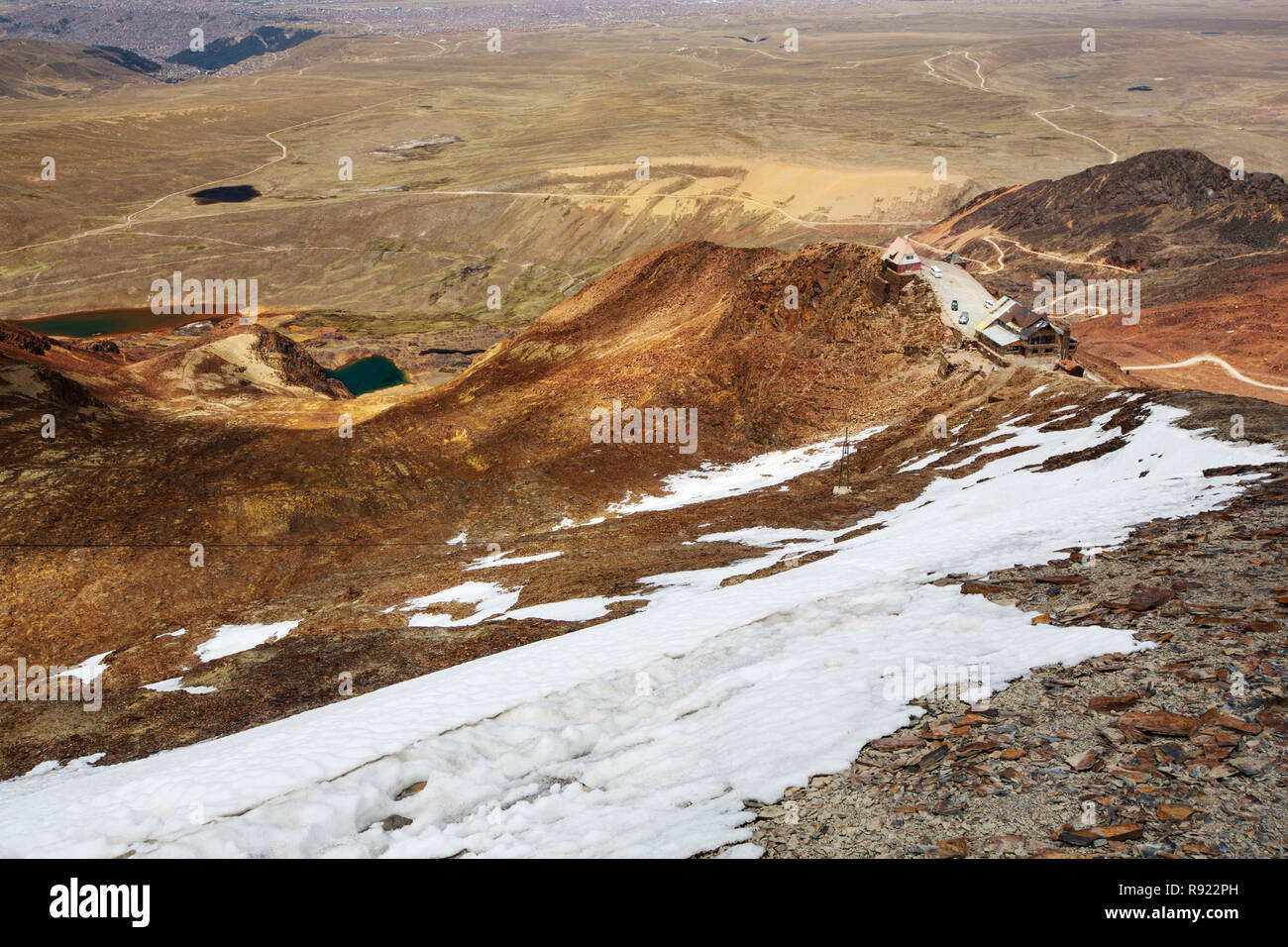 The peak of Chacaltaya (5,395m), which until 2009 had a glacier which supported the worlds highest ski lift at over 17,000 feet. The glacier finally disappeared completely in 2009 due to climate change induced melting, all that is left now is a small snow patch. - Stock Image