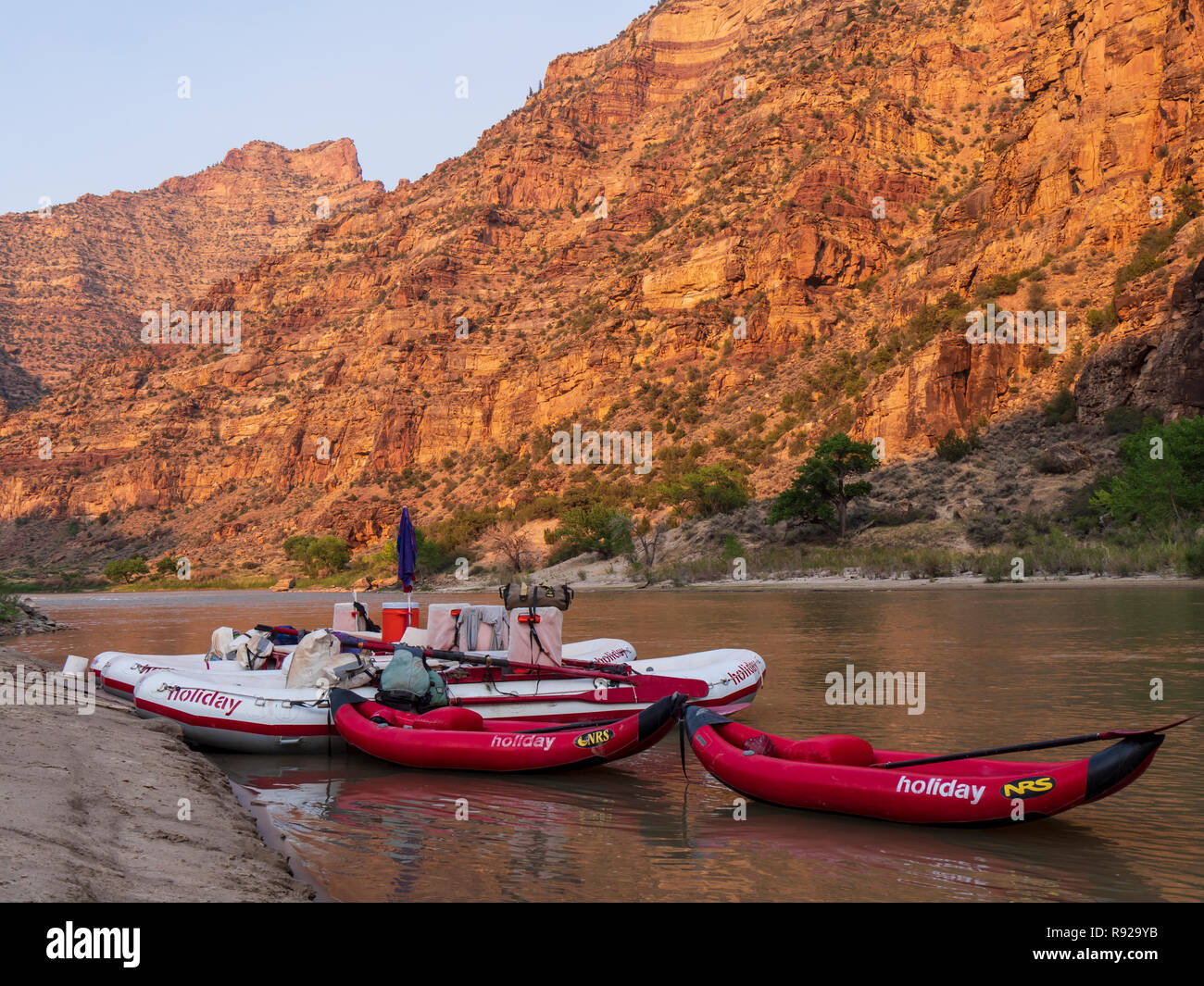 Boats at Lion Hollow campsite, Desolation Canyon north of Green River, Utah. - Stock Image