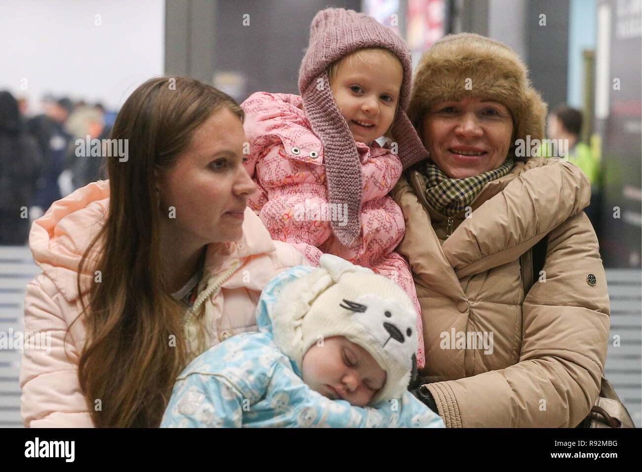 Kazan, Russia. 18th Dec, 2018. KAZAN, RUSSIA - DECEMBER 18, 2018: Russian tourists of the Pearl River tour operator at Kazan International Airport. A number of Russian tourists have been stranded on the Chinese Island of Hainan due to a debt situation between the Pearl River tour operator and the IrAero airline which suspended the flights for Pearl River; the tourists are currently being evacuated from China at the expense of Russia's Turpomoshch association. Yegor Aleyev/TASS Credit: ITAR-TASS News Agency/Alamy Live News - Stock Image