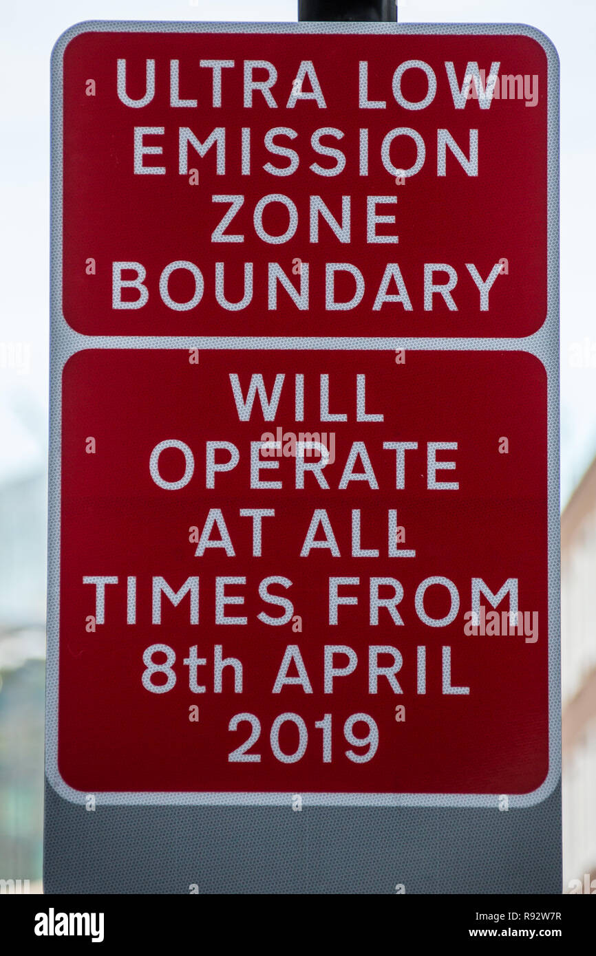 London, UK. 19th Dec, 2018. Transport for London prepare for the new Ultra Low Emission Zone (ULEZ) with warning signage in central London. The ULEZ, which comes into affect from 8 April 2019, will cover the same area of London as the Congestion Zone but will be expanded in late 2021 to the area bounded by the North & South Circular roads ( the same area as the current Low Emission Zone. Credit: David Rowe/Alamy Live News - Stock Image