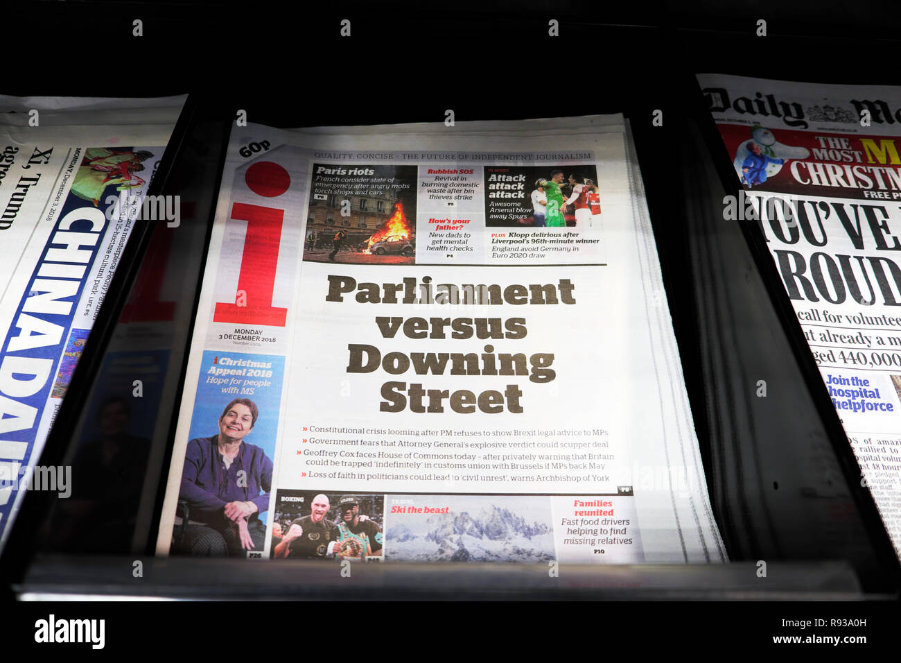 """i newspaper headline on front page  """"Parliament versus Downing Street"""" 3 December 2018 in London England UK Stock Photo"""