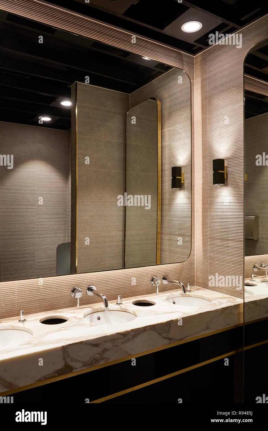 Washroom. Royal China Club, London, United Kingdom. Architect: Stiff + Trevillion Architects, 2018. - Stock Image