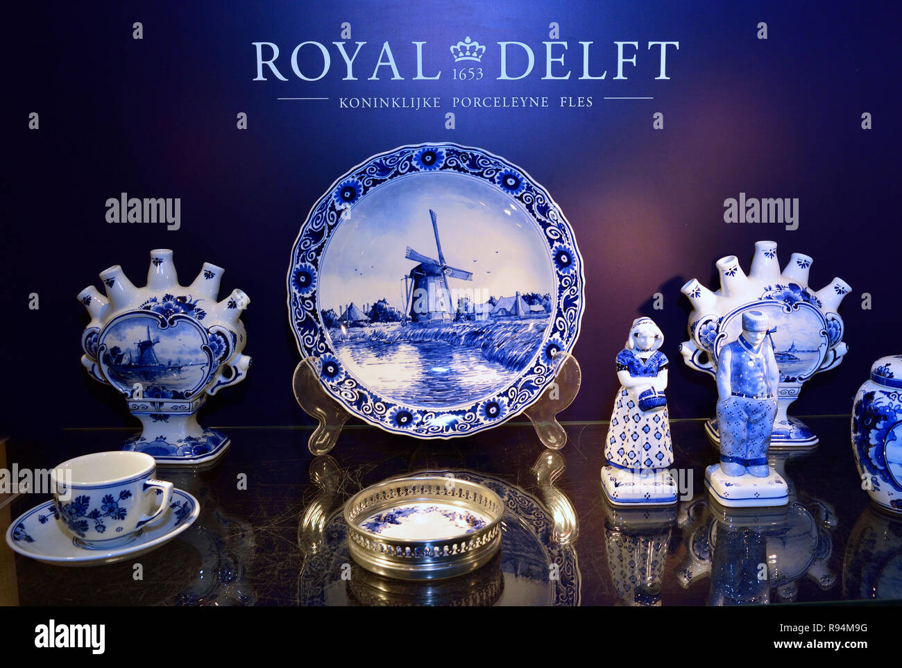 Precise Vintage Delft Blue Holland Dutch Tea Light Children Holding Hands Pottery & Glass