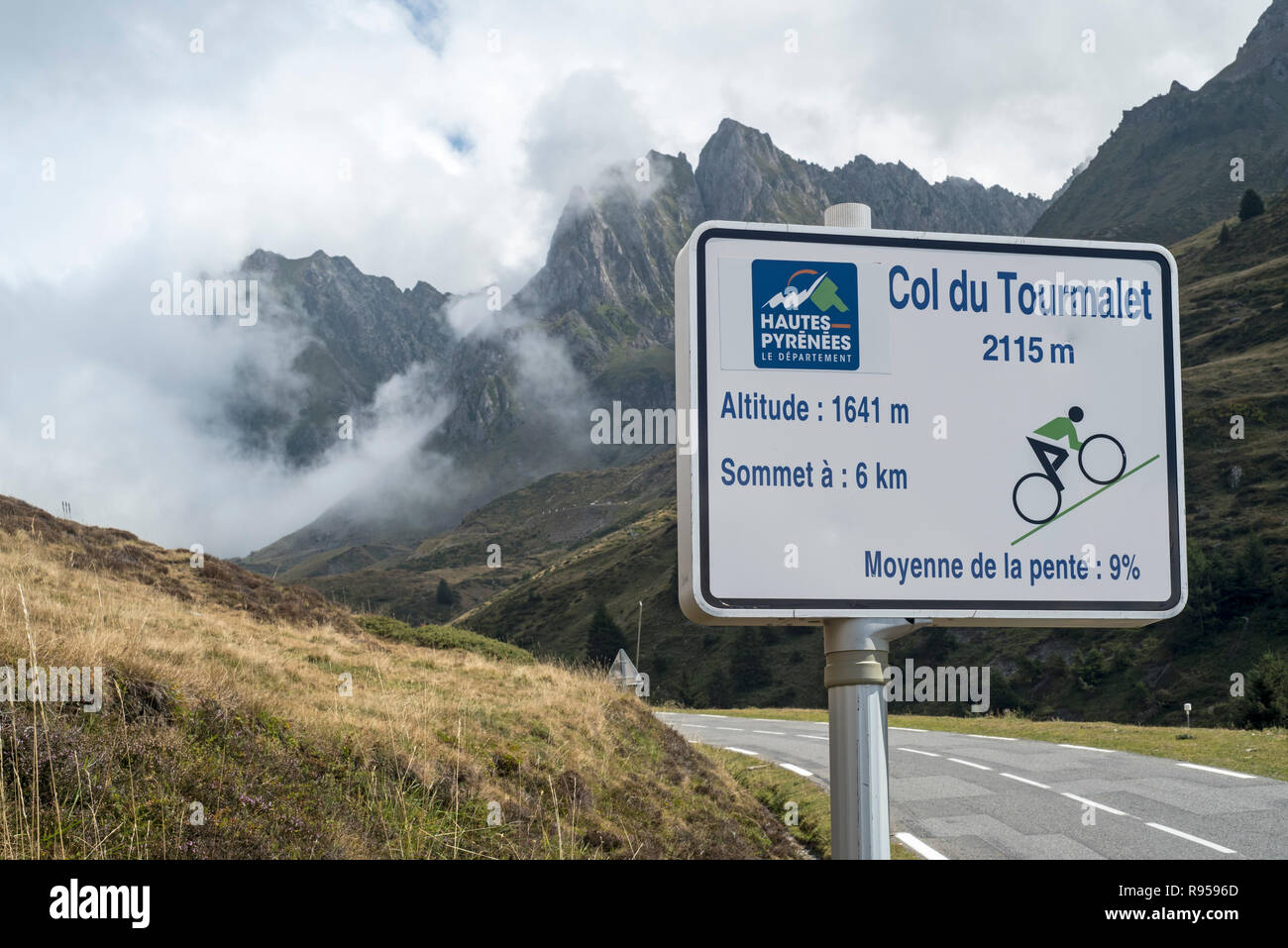 Sign telling angle of inclination for cyclists cycling the Col du Tourmalet in the Pyrenees, France Stock Photo