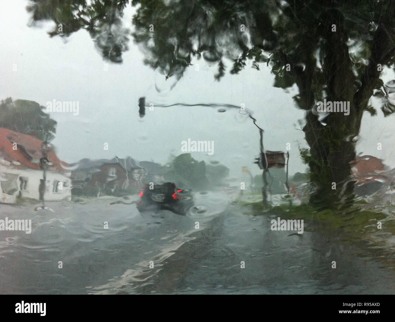 28.07.2012, Germany, Schleswig-Holstein, Stafstedt - Schlechte Sicht im Strassenverkehr bei Regen auf dser B77. 0RX120728D111CAROEX.JPG GT [MODEL RELE - Stock Image