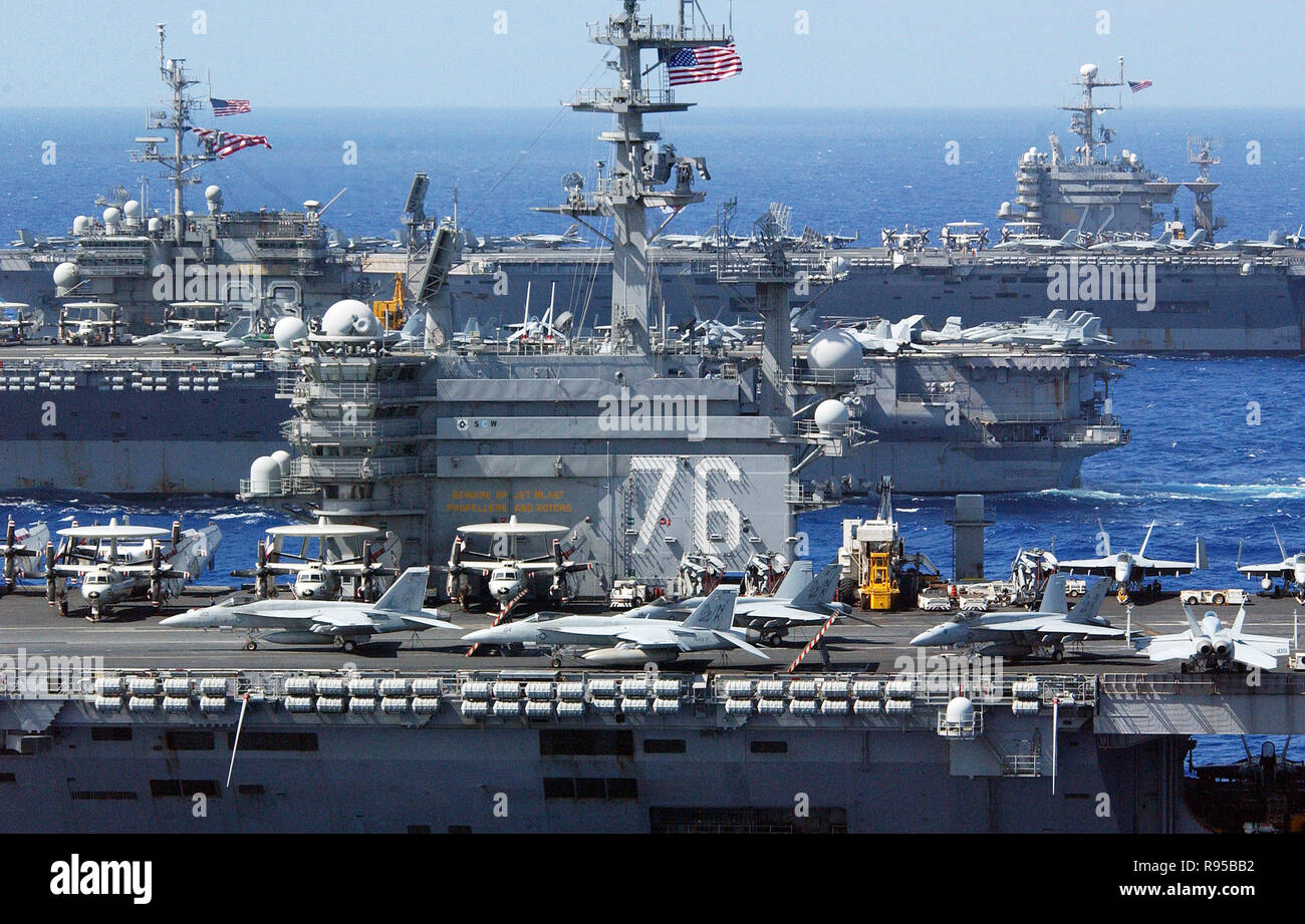 Aircraft Carriers USS Ronald Reagan (CVN 76), USS Kitty Hawk (CV 63) and USS Abraham Lincoln (CVN 72) sail in formation. U.S. Navy photo by Chief Photographer's Mate Spike Call - Stock Image