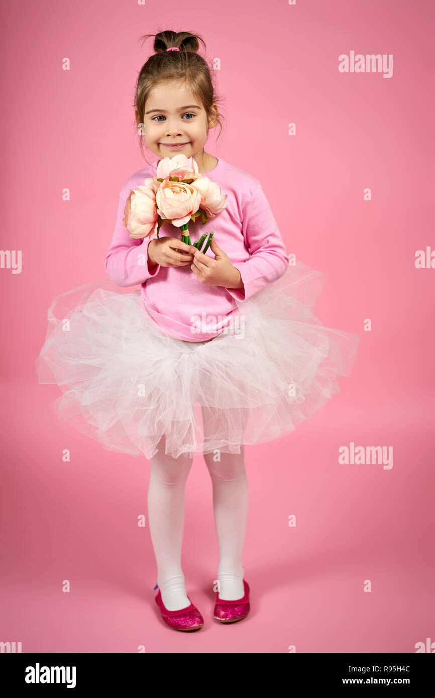 b66bfa7d3 Pose Of Flowers Girl Holding Flowers Stock Photos   Pose Of Flowers ...