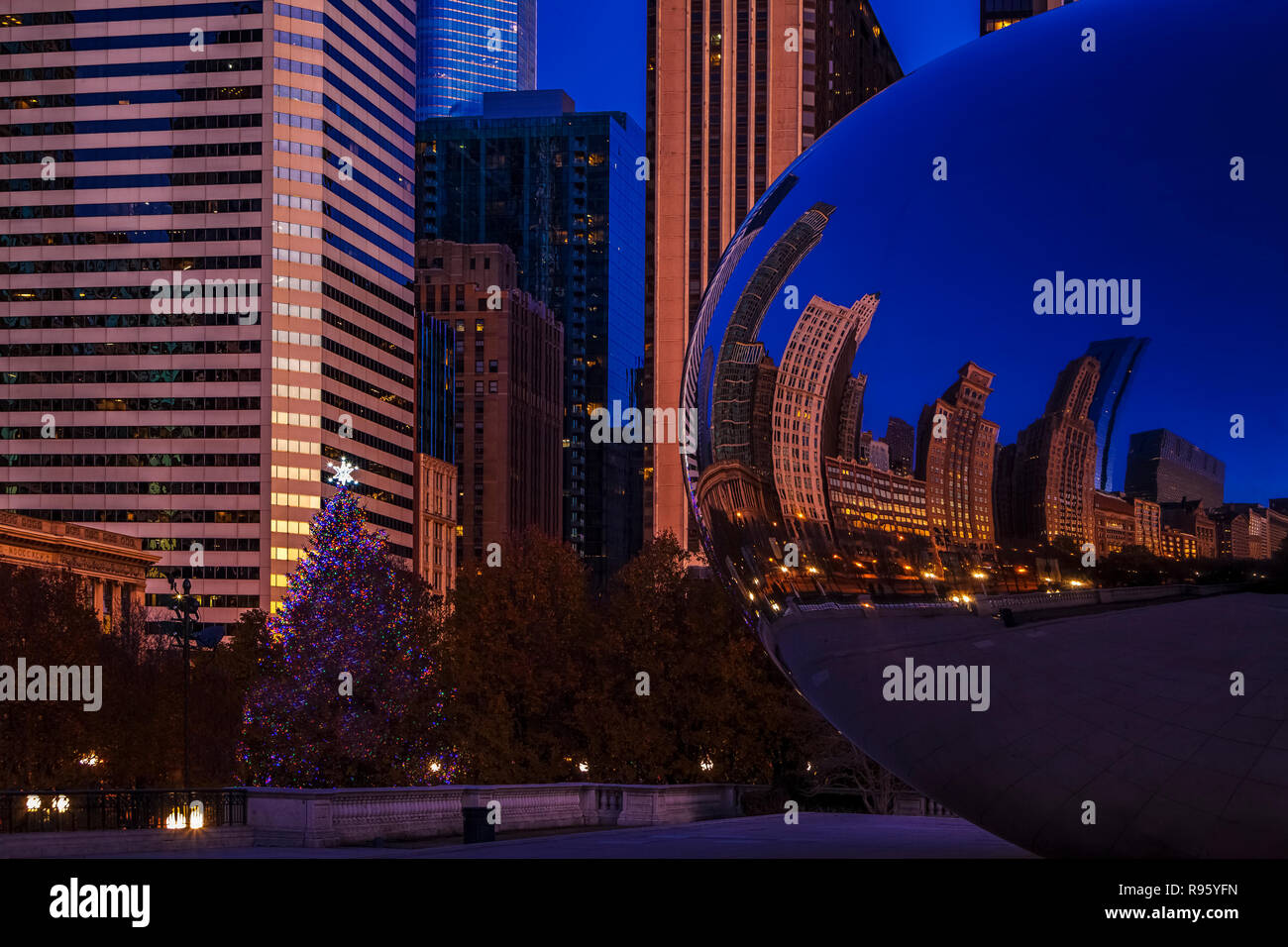 Christmas Tree Downtown Chicago.Chicago Christmas Tree Stock Photos Chicago Christmas Tree