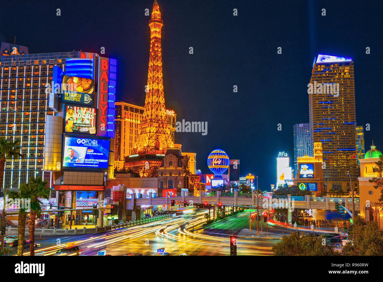 mgm grand hotel las vegas night time stock photos mgm grand hotel las vegas night time stock. Black Bedroom Furniture Sets. Home Design Ideas