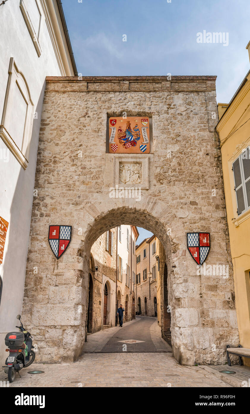 Porta Burgi, 12th century gate at Via Casventino, view from Piazza San Francesco, historic center of San Gemini, Umbria, Italy - Stock Image