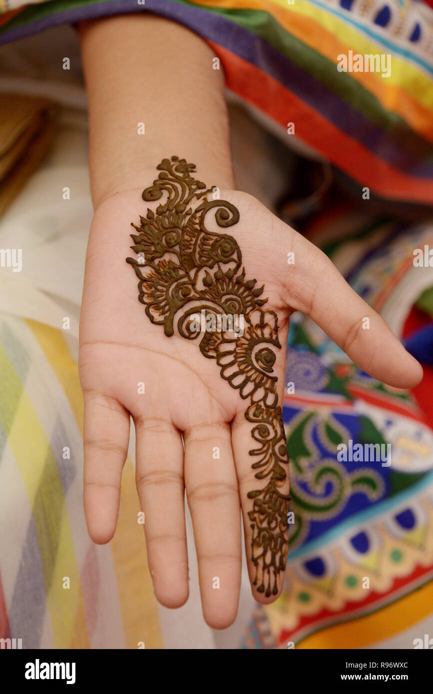 Dhaka. 20th Dec, 2018. A girl shows her hand with henna at a wedding fair in Dhaka, capital of Bangladesh, Dec. 20, 2018. In Bangladesh, women always have henna, a traditional India skin art, painted on their hands prior to attending a ceremony. Bangladesh entered the peak season from December to upcoming New Year as people in the country usually hold wedding ceremonies in winter. Credit: Xinhua/Alamy Live News - Stock Image