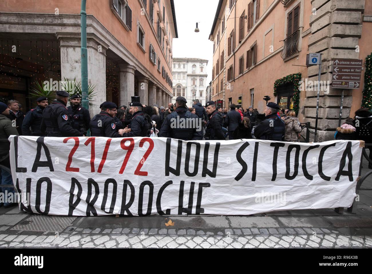 Foto Carlo Lannutti/LaPresse 20- 12 - 2018 Roma, Italia Cronaca.   Protesta taxi davanti al Senato contro la nuova normativa  Nella foto: La Protesta davanti al Senato - Stock Image