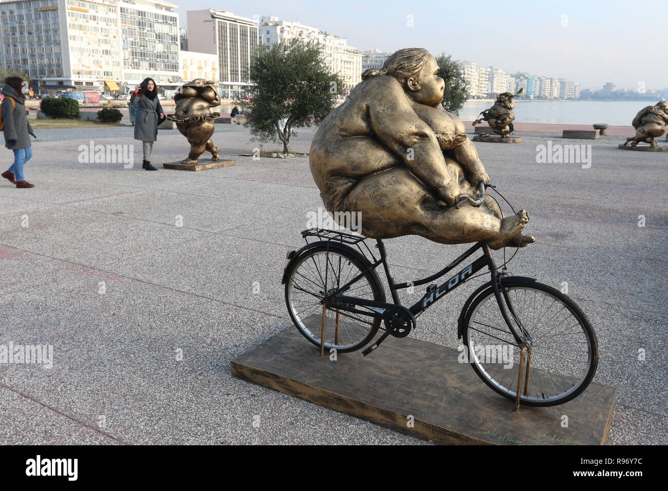 Thessaloniki, Greece  20th Dec 2018  People walk by next to a statue