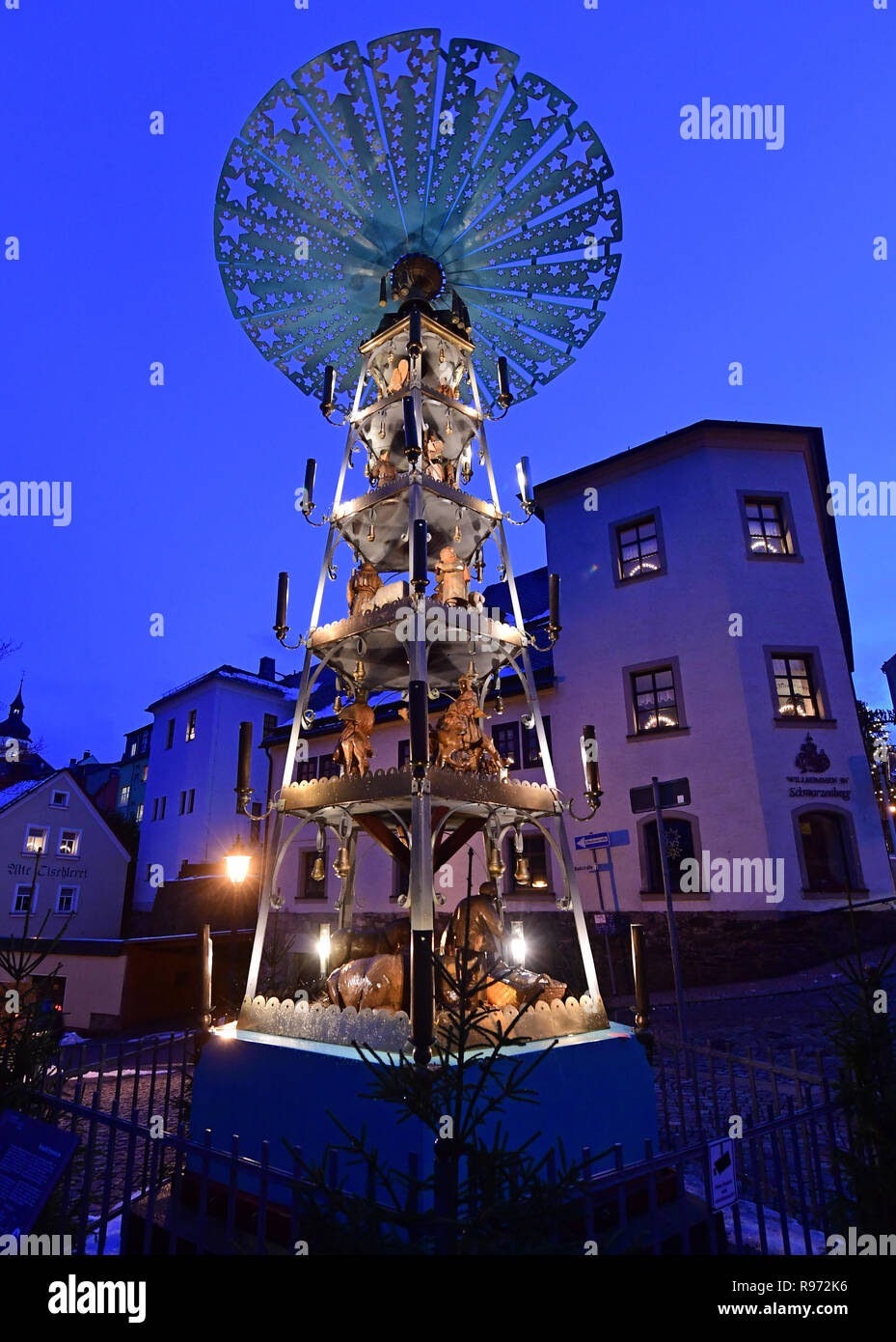 Schwarzenberg, Germany. 20th Dec, 2018. The so-called Krauß pyramid rotates in the old town of Schwarzenberg in the Erzgebirge. The Great Pyramid goes back to the patron of the Erzgebirge folk art Friedrich Emil Krauß. The pyramid, more than seven metres high, was first presented to the public in Aue in 1934. In the Erzgebirge it is regarded as the oldest still preserved pyramid in the world. Credit: Hendrik Schmidt/dpa-Zentralbild/ZB/dpa/Alamy Live News - Stock Image