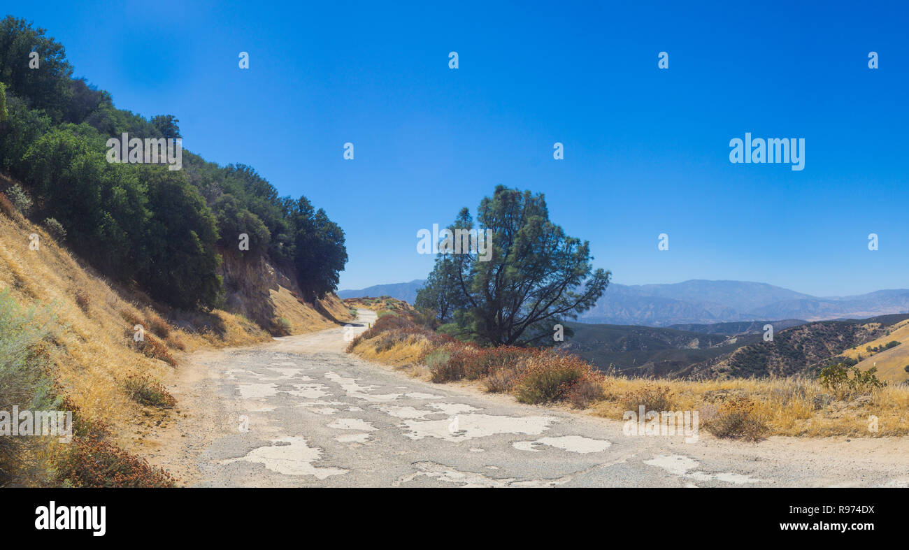 Abandoned Ridge Road in the mountains of southern California north of Los Angeles. - Stock Image