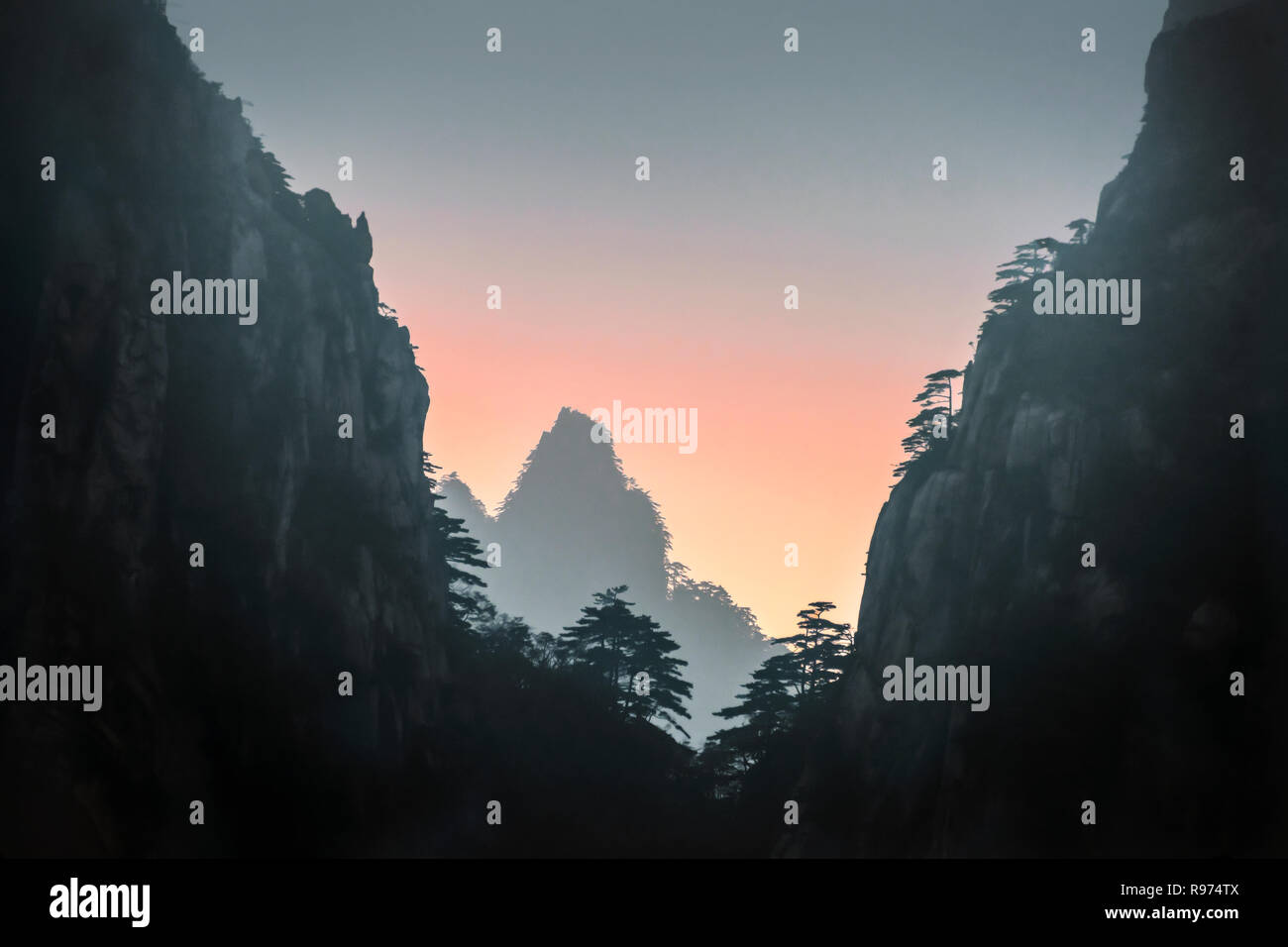 Sunset and mists, Huangshan, China - Stock Image