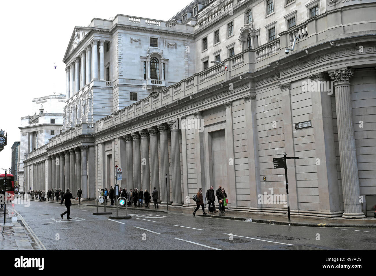 Bank of England on Threadneedle Street  in the City of London and street scene people walking in winter England UK  KATHY DEWITT Stock Photo
