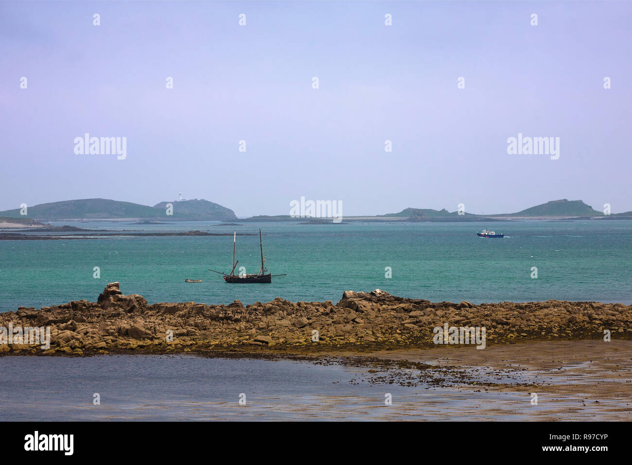 "Lugger FY519 ""Ibis"" at anchor off Toll's Porth, St. Mary's, Isle of Scilly, England, UK Stock Photo"