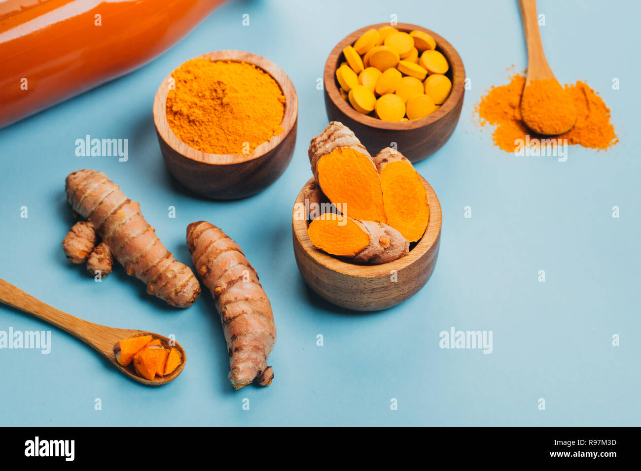 Mess of turmeric plant in different conditions: fresh, dry