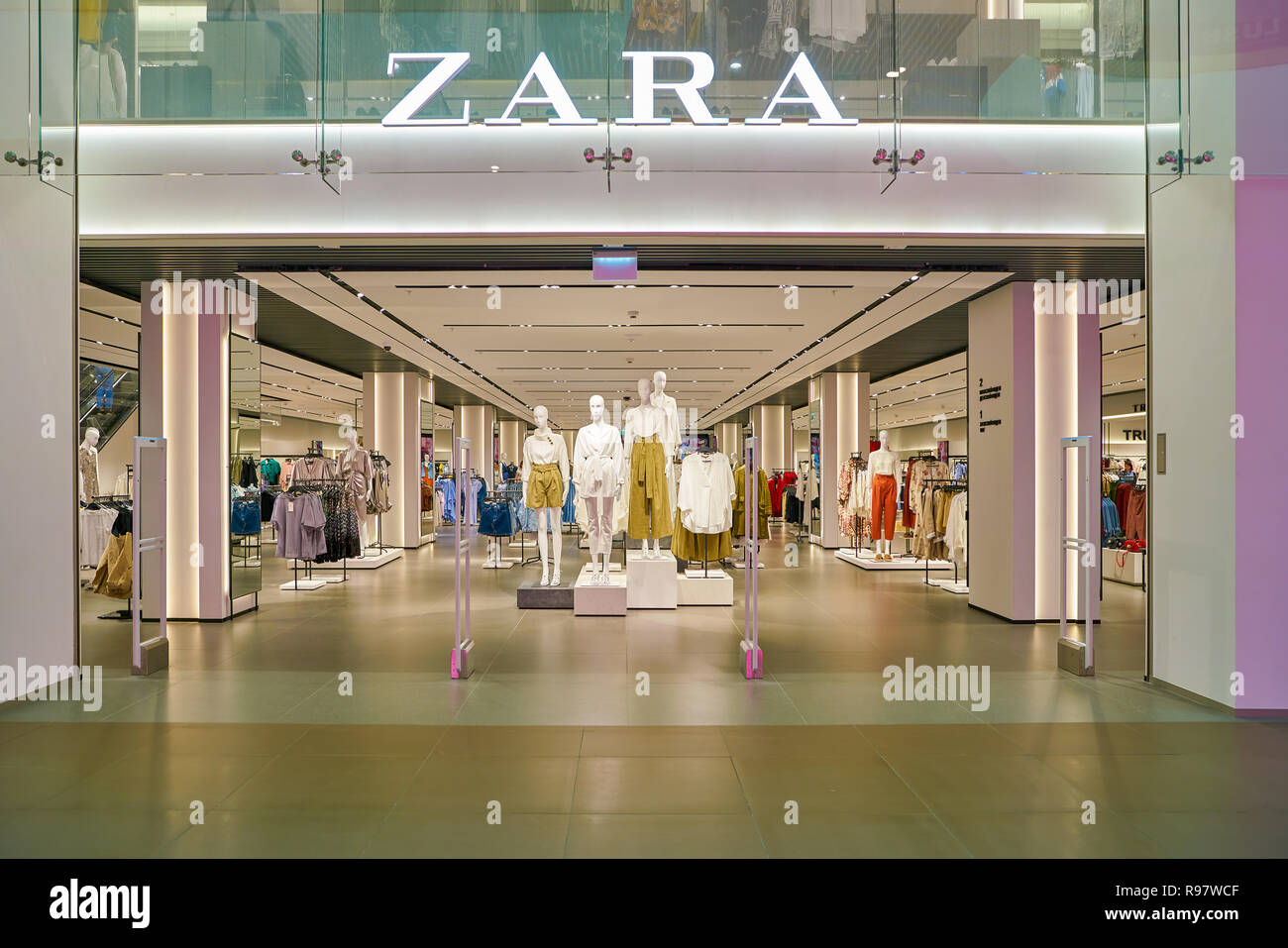 a86b67ee SAINT PETERSBURT, RUSSIA - CIRCA MAY, 2018: entrance to Zara store in  Galeria