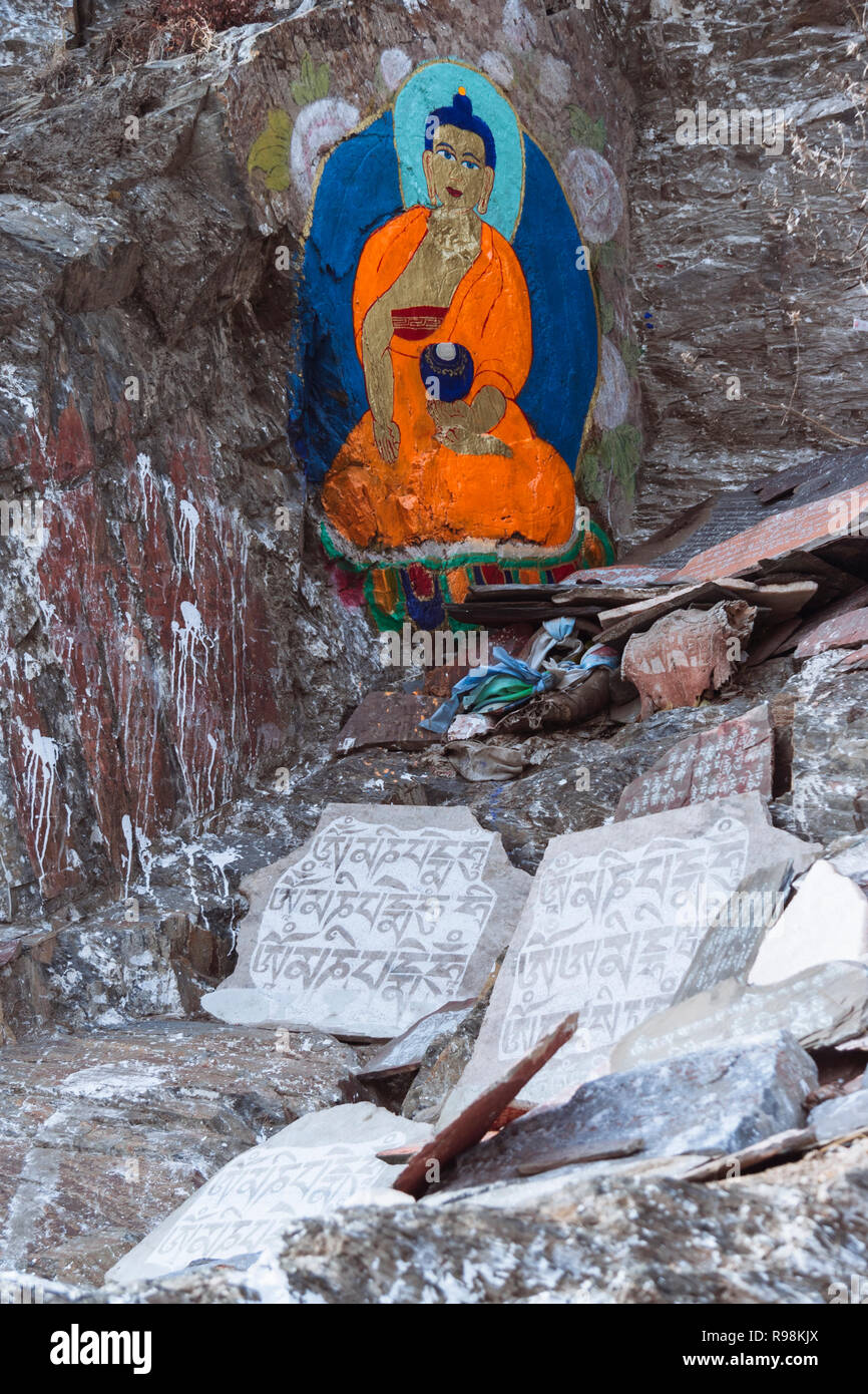 Lhasa, Tibet Autonomous Region, China : Paintings and mantra inscriptions on the rocks along the kora pilgrimage path around the Potala palace. - Stock Image