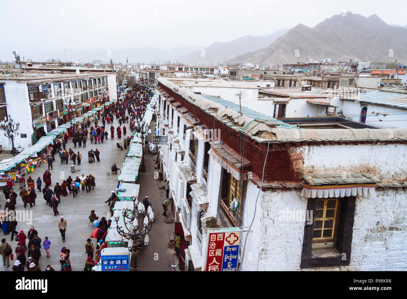 Lhasa, Tibet Autonomous Region, China : High angle view of people walking along one of the main streets of the Barkhor district. - Stock Image