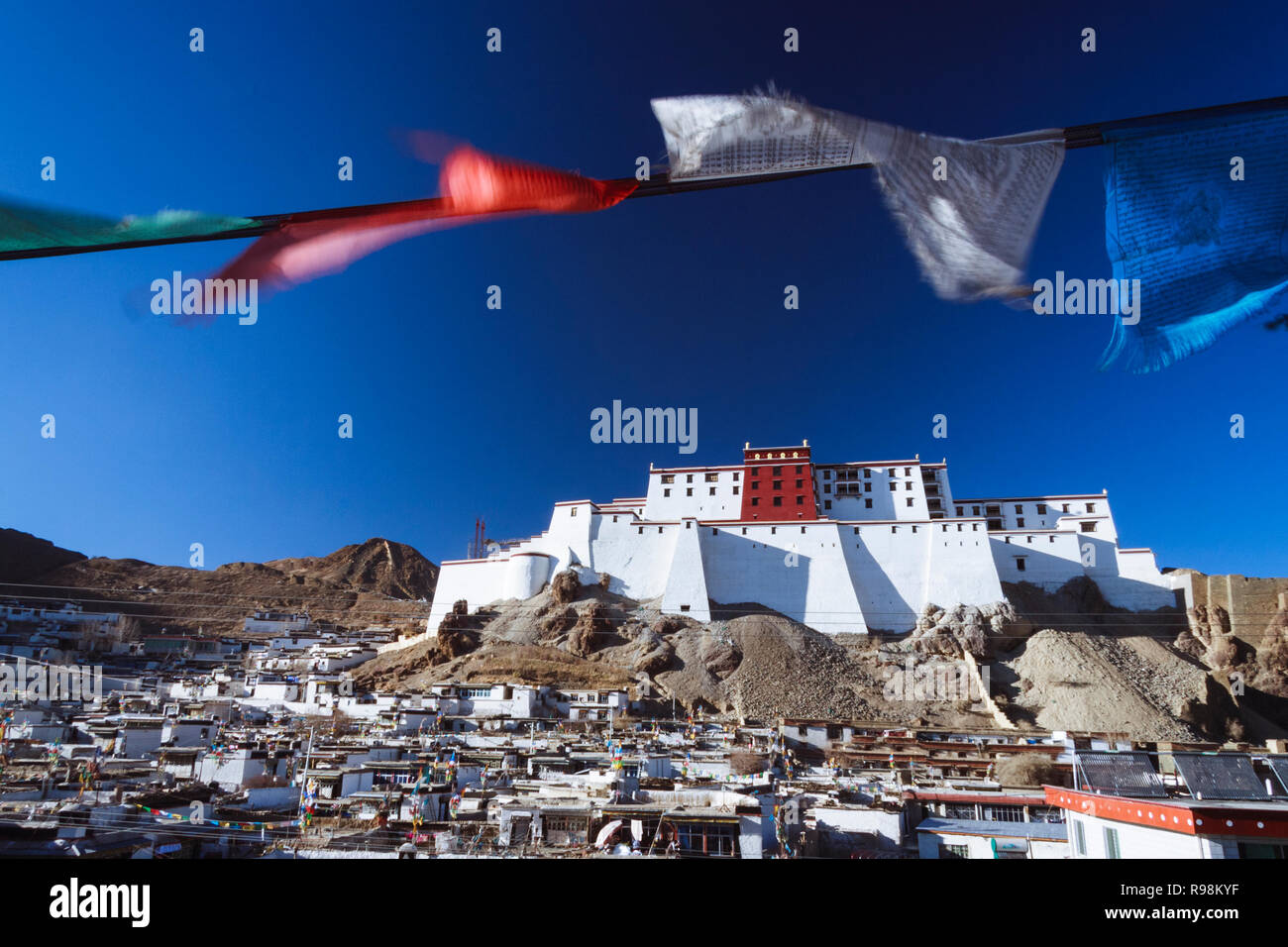 Shigatse, Tibet Autonomous Region, China : Prayer flags by the Shigatse Dzong (fort) first built in the 17th century as a smaller prototype of the Pot - Stock Image