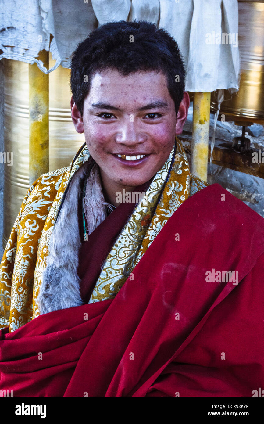 Shigatse, Tibet Autonomous Region, China : Portrait of a young Buddhist pilgrim on the lingkhor (sacred path)circumambulating the walls of Tashi Lhunp - Stock Image