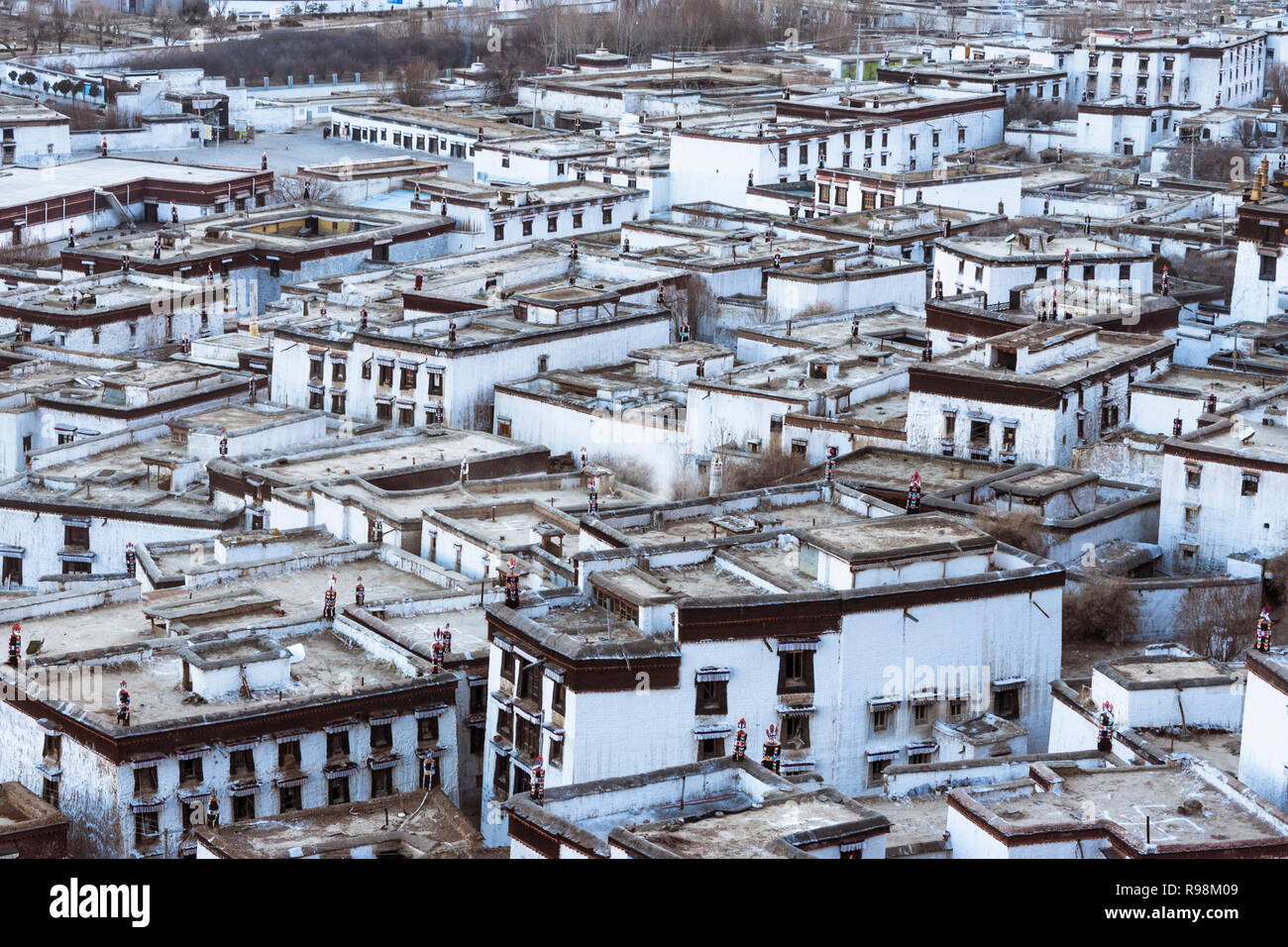 Shigatse, Tibet Autonomous Region, China : Cluster of houses of the monks at Tashi Lhunpo Monastery, the traditional seat of the Panchen Lama founded  - Stock Image