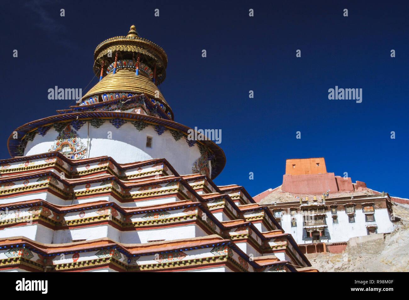 Gyantse, Shigatse Prefecture, Tibet Autonomous Region, China : Kumbum of Gyantse within Palcho Monastery or Pelkor Chode Monastery. The Kumbum, the bi - Stock Image