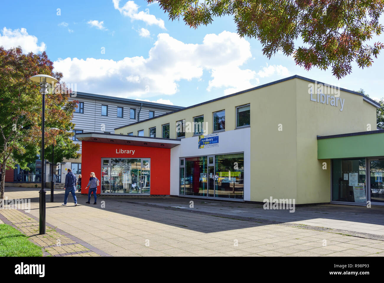 Yate Library, West Walk, Yate Shopping Centre, Kennedy Way, Yate, Gloucestershire, England, United Kingdom Stock Photo