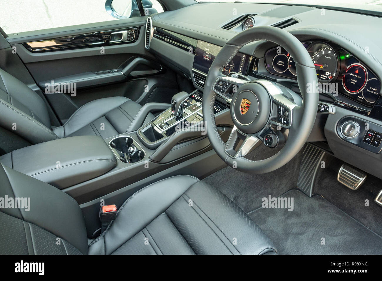 Porsche Cayenne S High Resolution Stock Photography And Images Alamy
