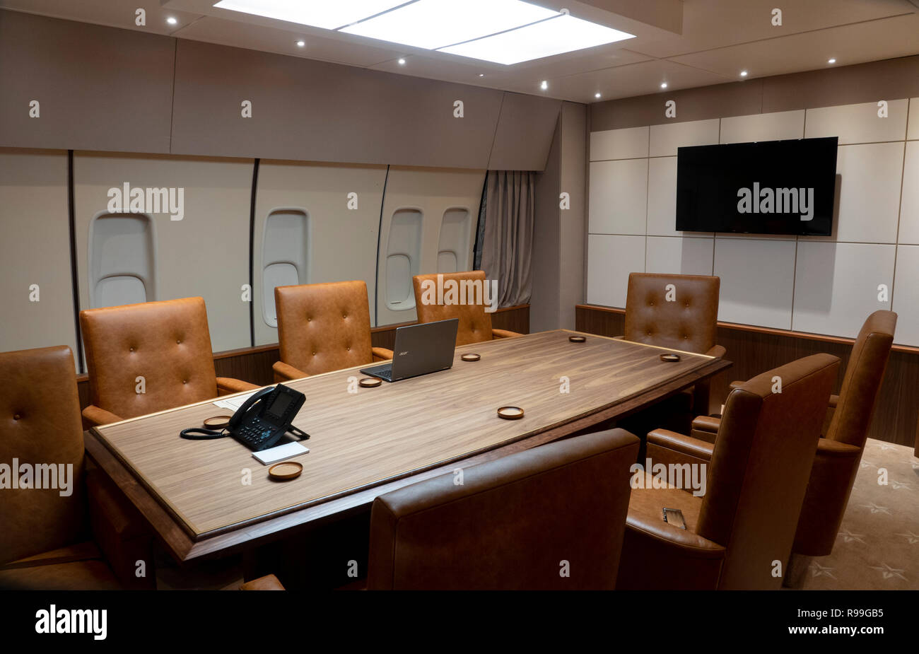 Air Force One Replica Mock Up Of The Interior Of The United States Presidential Aircraft Boeing 747 Office Meeting Desk Stock Photo Alamy