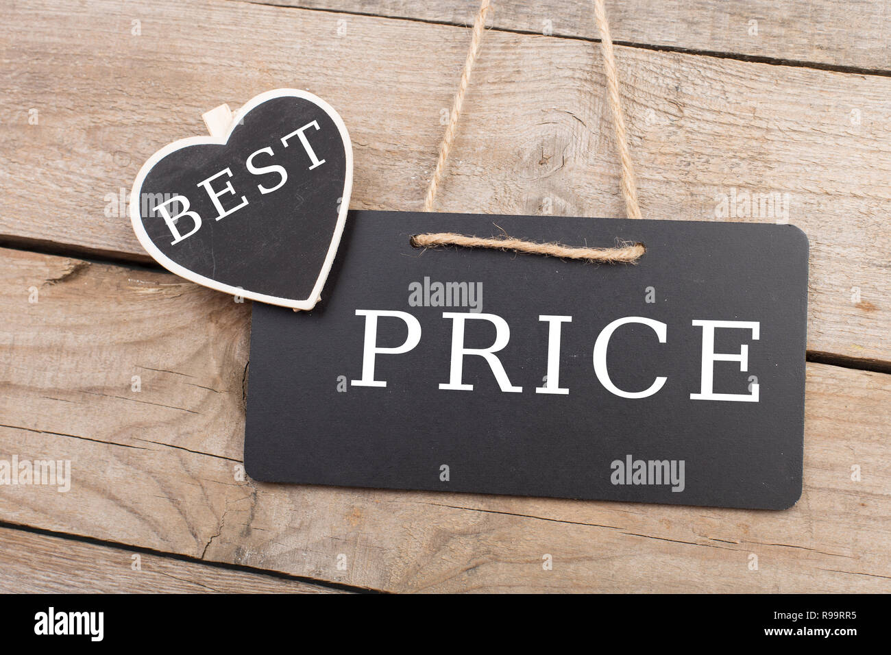 Blackboards with text 'Best prise' on wooden background - Stock Image