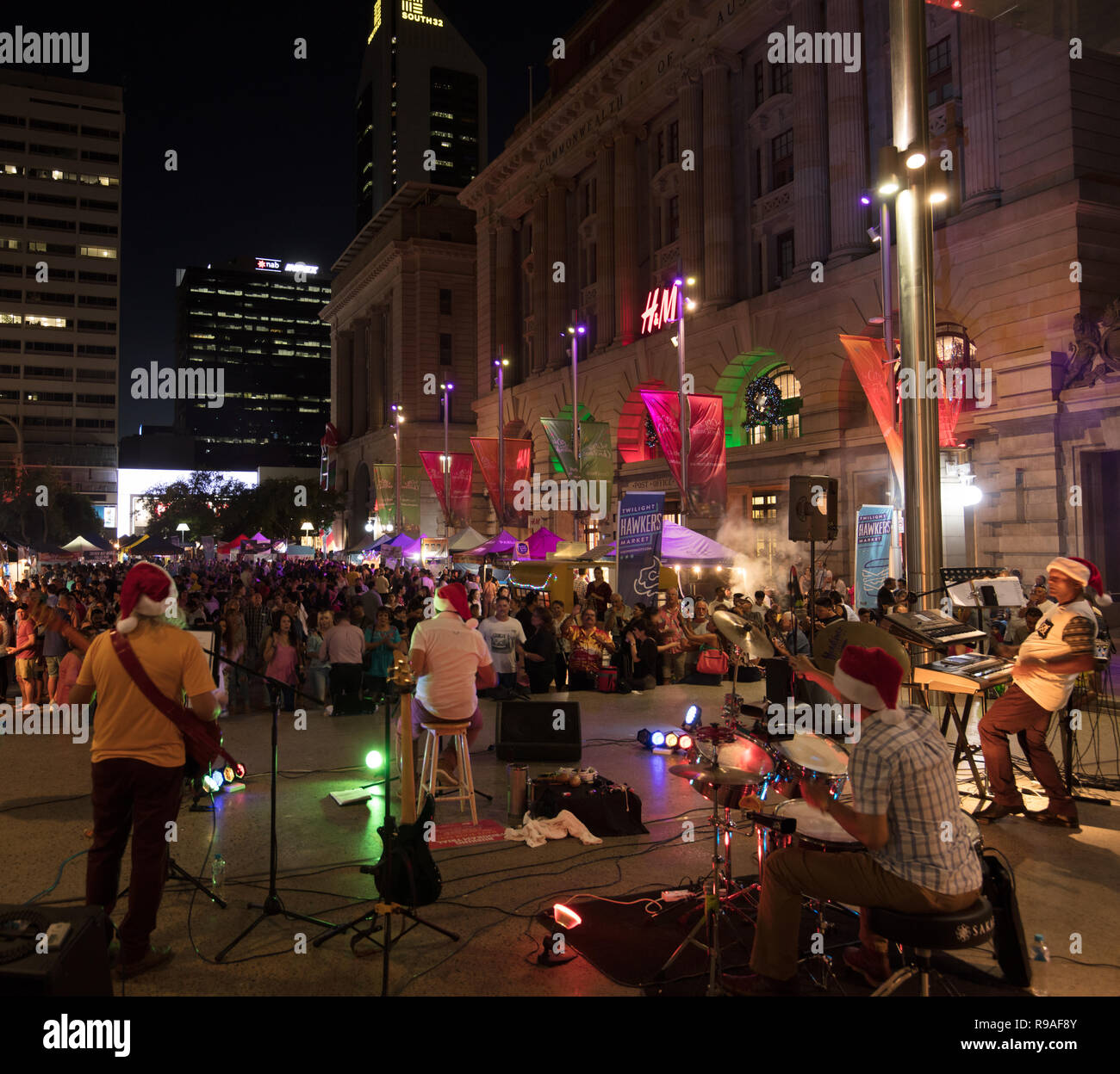 Perth, Australia. 21st December 2018. People enjoying street food, music and dance in a festive Christmas atmosphere, outdoors in the centre of Perth, Western Australia, on a warm Friday evening. Credit: Joe Kuis / Alamy Live News - Stock Image