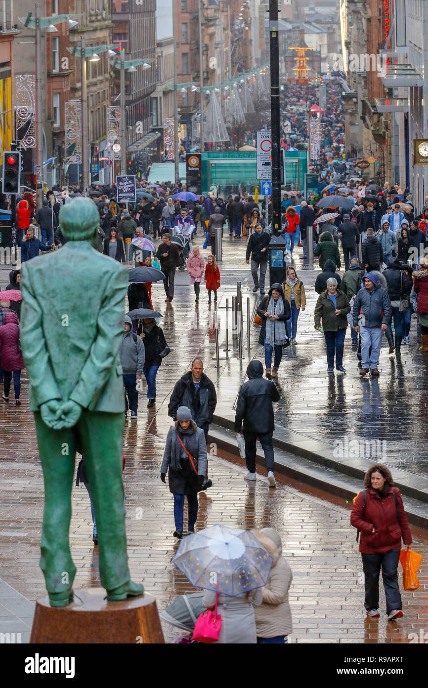 Glasgow, Scotland, UK. 22nd December, 2018. On a wet 'Super Saturday' thousands of Christmas shoppers came to Glasgow city centre to take advantage of the early sales in Glasgow's Style Mile, (Buchanan Street) and many also visited the international food fayre and funfair in the city centre's George Square Credit: Findlay/Alamy Live News - Stock Image