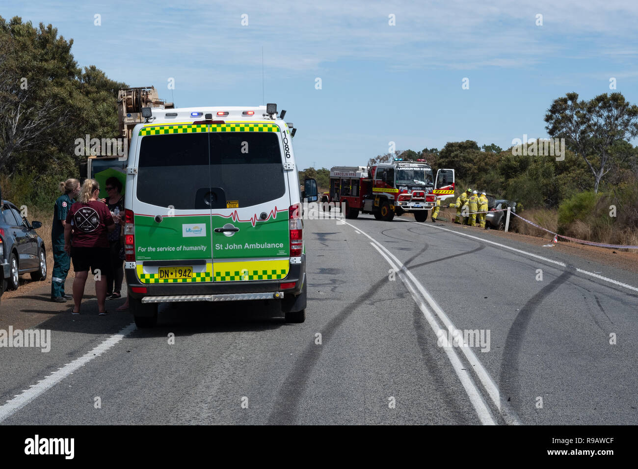 cataby, australia. 22nd december, 2018. fire and rescue crews work