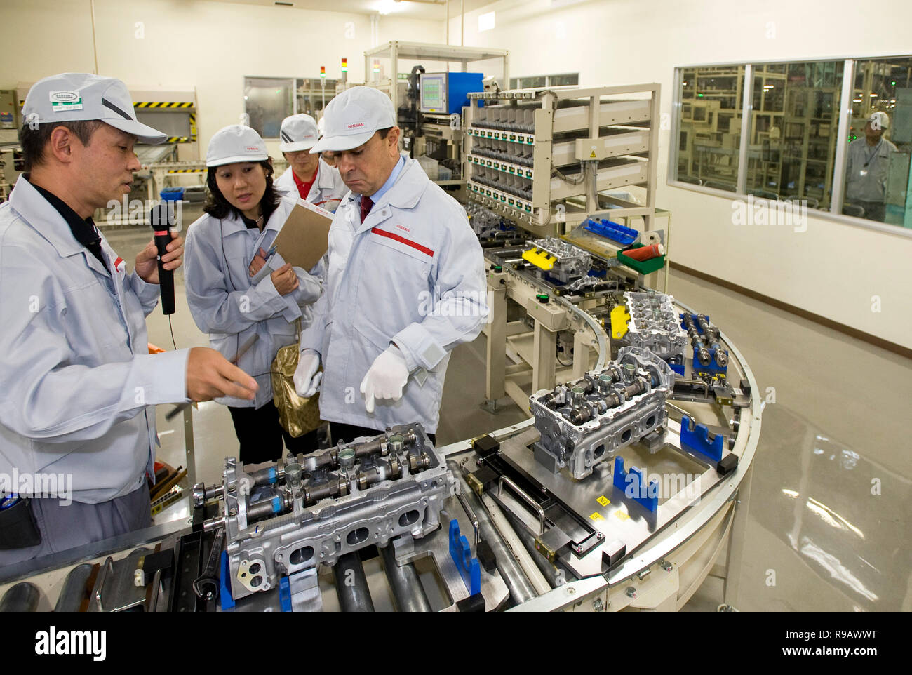 Carlos Ghosn, former president and CEO of Nissan Motor Co., visits a Nissan plant in Oppama, Kanagawa Prefecture, Japan on  22 Oct. 2009. Ghosn, who f - Stock Image