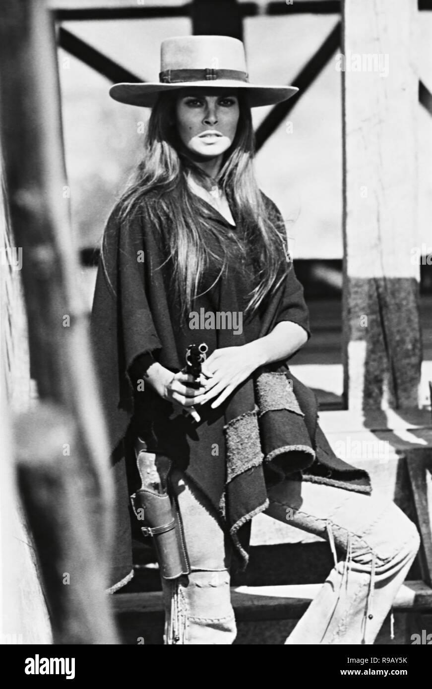 Original film title: HANNIE CAULDER. English title: HANNIE CAULDER. Year: 1971. Director: BURT KENNEDY. Stars: RAQUEL WELCH. Credit: PARAMOUNT PICTURES / Album - Stock Image