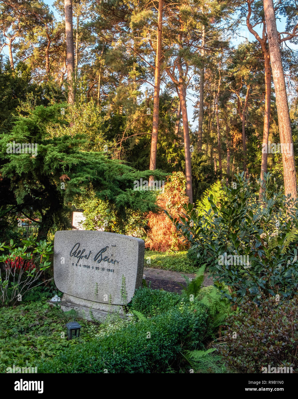 Berlin Waldfriedhof Dahlem (forest cemetery) is a graveyard on the edge of the Grunewald forest at Hüttenweg 47. Designed 1931-33 - Stock Image