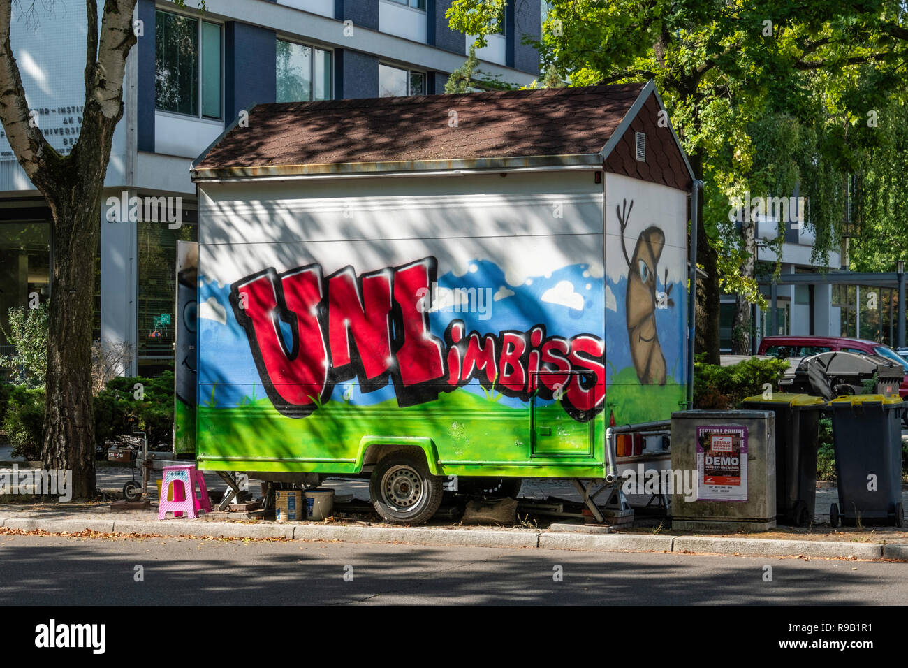 Berlin Dahlem, Uni Imbiss, snack stall on wheels selling snacks in a shady street - Stock Image