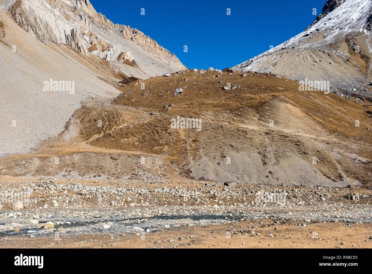 An ancient trading route crossing a pass between Nepal and Tibet in the Manaslu region of the Nepal Himalayas - Stock Image