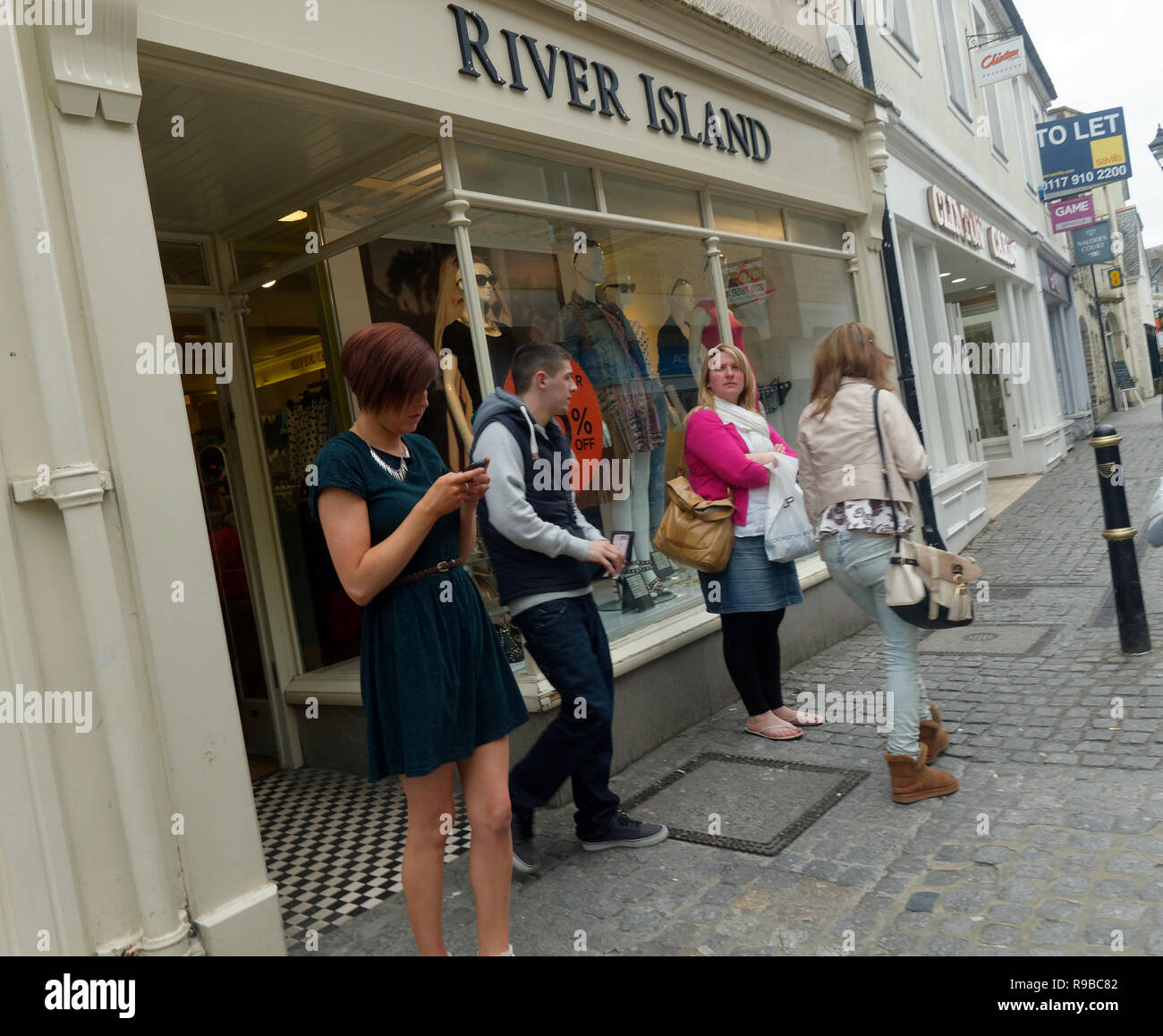 UK High street shoppers. - Stock Image