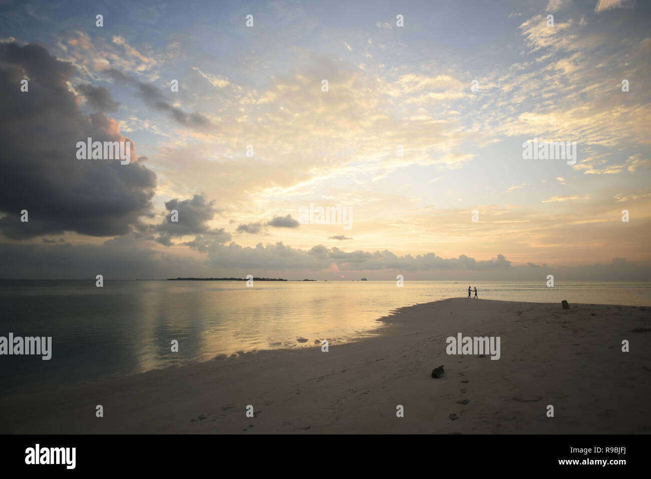 Peaceful sunset in the Maldives with sandbank - Stock Image